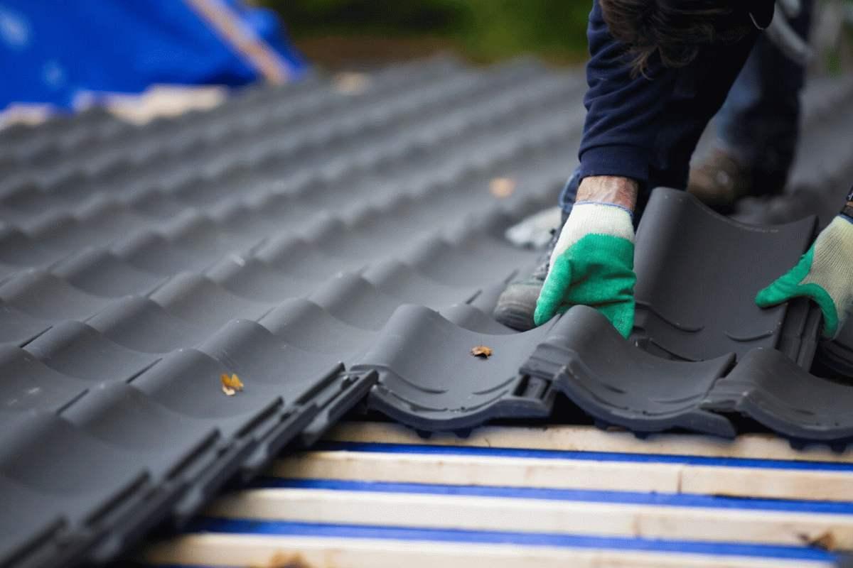 kąt nachylenia dachu a dachówka ceramiczna